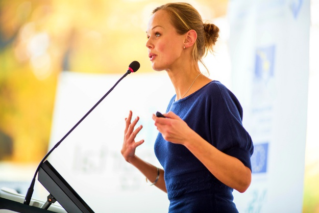 Share The Opportunities | How To Master A Stage Presentation And Become An Effective Speaker